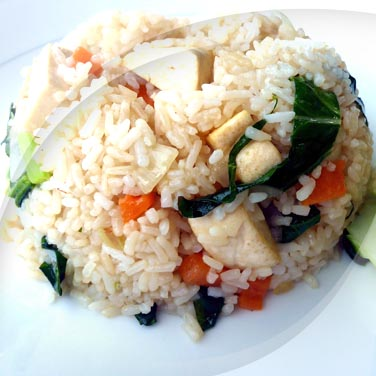 Veganer salat mit risopiù mit tofu