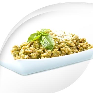 Gerste und dinkel mit zucchini-pesto