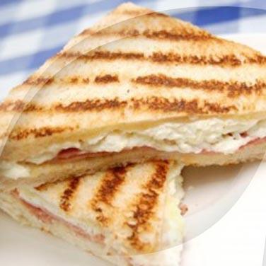 Toast mit Artischocken