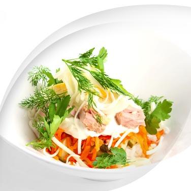 Thunfisch, mayonnaise und gartengemüse