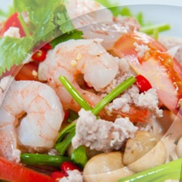 Salat mit pilzen und meeresfrüchten